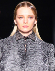 Asymmetrical finger waves by Etro